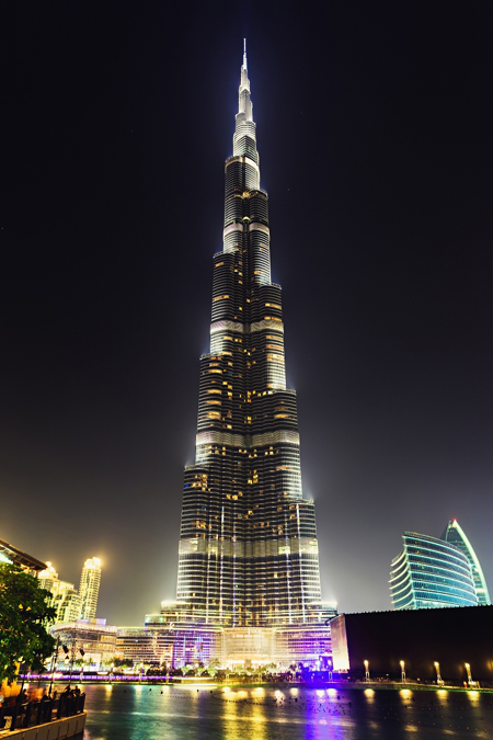 Wednesbury_Tube_Burj_Khalifa.jpg